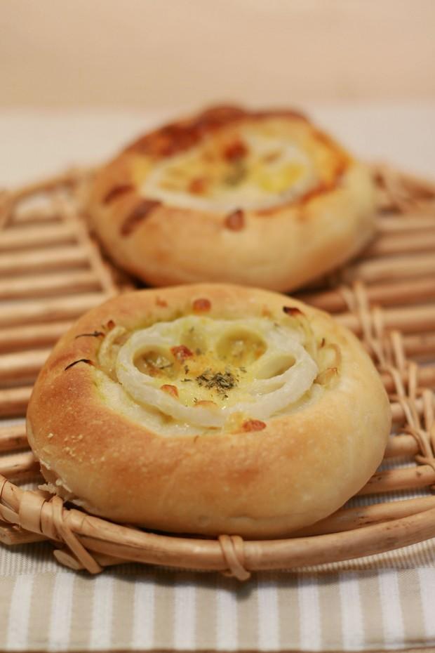 パン(れんこんチーズフォカッチャ)フリー写真素材003