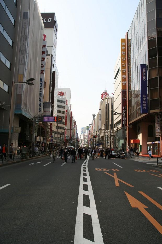 新宿東口(歩行者天国)フリー写真素材008