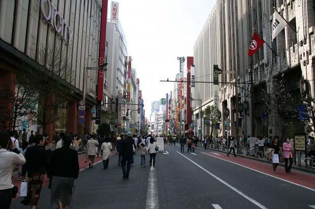 新宿東口(歩行者天国)フリー写真素材010
