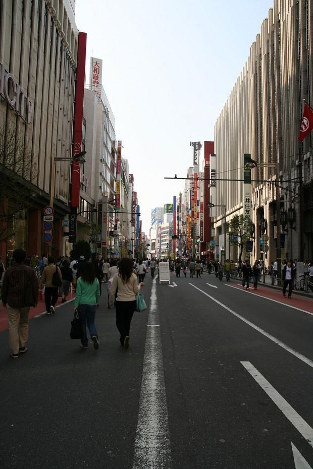 新宿東口(歩行者天国)フリー写真素材011