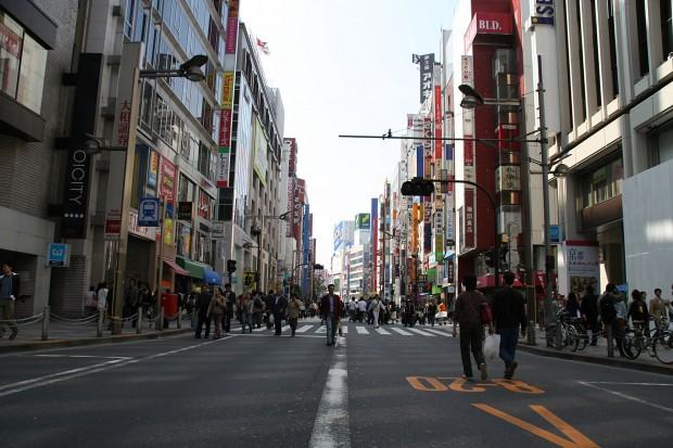 新宿東口(歩行者天国)フリー写真素材013