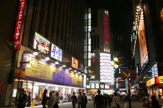 新宿東口・夜景(歌舞伎町)無料写真素材063