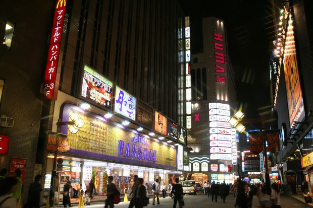 新宿東口・夜景(歌舞伎町)無料写真素材064