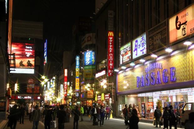 新宿東口・夜景(歌舞伎町)無料写真素材068