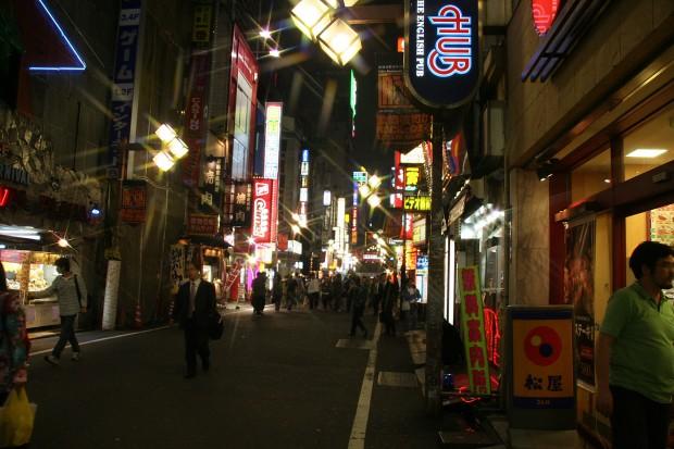 新宿東口・夜景(歌舞伎町)無料写真素材072