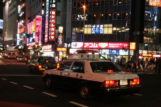 新宿西口・夜景、パトカー無料写真素材083