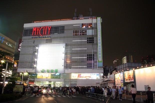 新宿東口・夜景、無料写真素材093