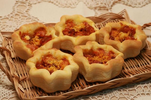 パン(チキンリンクスとチーズの星型パン)フリー写真素材051