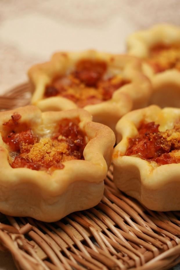 パン(チキンリンクスとチーズの星型パン)フリー写真素材053