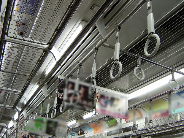 電車内|つり革009