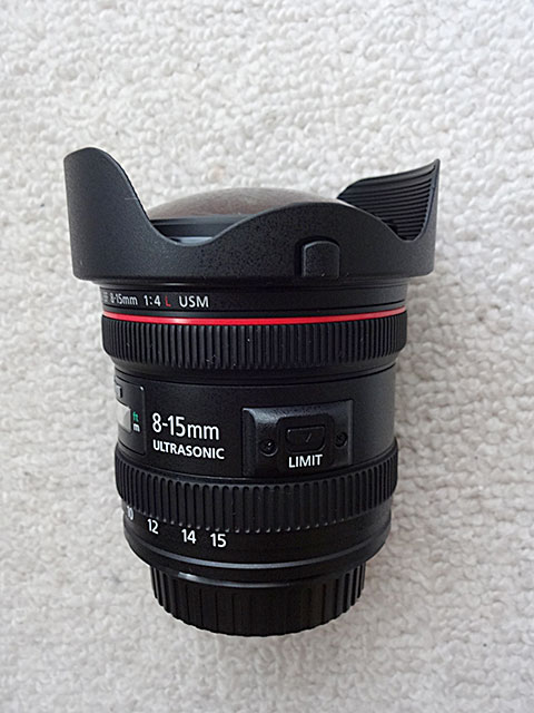 EF8-15mm F4Lレンズ側面